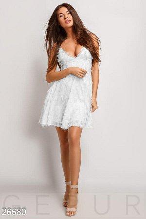 Легкое коктейльное платье
