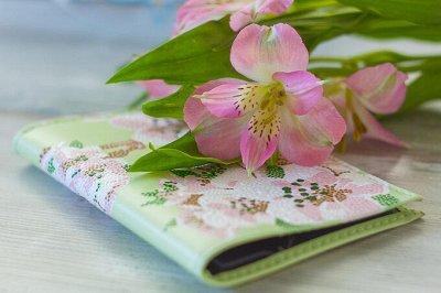 Роспись акрилом - ярко, нарядно, подарочно — NESTbase | Наборы для творчества — обложки для паспорта — Витраж
