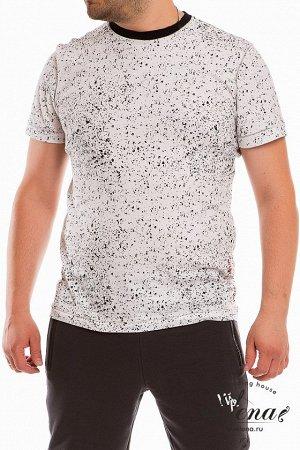 Футболка Футболка мужская выполнена из хлопкового полотна. Силуэт облегающий, горловина имеет круглый вырез. Сбоку и на спинке футболки расположен оригинальный принт. Размерный ряд: 44-62. Состав Хлоп