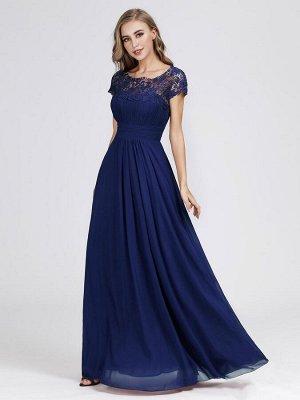Синее изумительное вечернее длинное платье декорированное кружевом и широким поясом