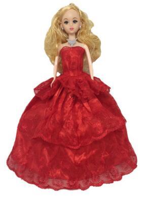 Платье красное с кружевами