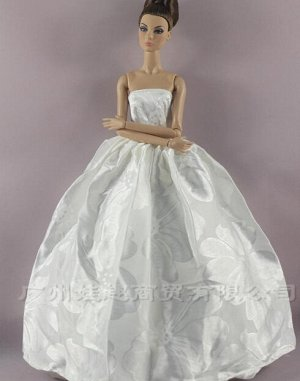 Платье белое с цветами
