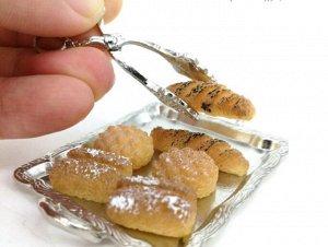 Набор (три вида хлеба на подносе с щипцами)