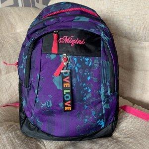 Рюкзак Влагоустойчивый, эргономичный, легкий. Регулируемые плечевые ремни. В рюкзаке предусмотрено два независимых отделения, каждое закрывается молнией. Внутри расположен карман под ноутбук или планш