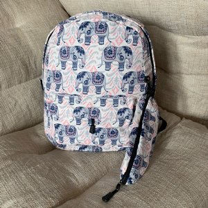 Рюкзак Влагоустойчивый, эргономичный, легкий рюкзак из одного отделения, одного фронтального кармана снаружи и двух карманов по бокам. Внутри основного отделения дополнительный карман для ноутбука или