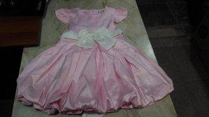 Розовое платье с белым бантом