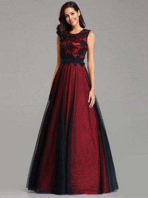 Шикарное вечернее красное платье декорировано черным кружевом