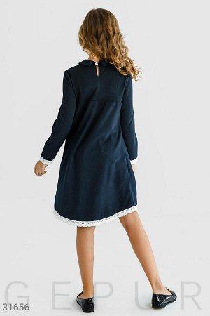 Школьное платье с брошью