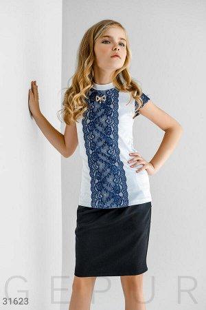 Блуза с кружевом синего цвета