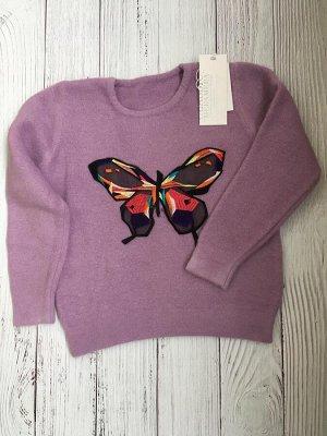 Пуловер из ангорки с вышивкой