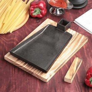 Сковорода «Тяпка», 19,5х15,5 см, на деревянной подставке