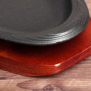 "Сковорода 35х16х2,5 см ""Овал. Волна"", на деревянной подставке"