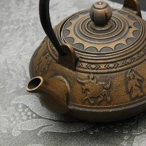 """Чайник с ситом 600 мл """"Виктори. Золото"""", цвет черный"""