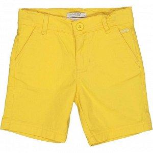Шорты Шорты из джинсовой ткани с регулируемым поясом. Застежка на молнии и пуговице спереди. Отделка заклепками на задних карманах. Пуговица с логотипомСостав основного материала изделия RU: 98% Хлопо