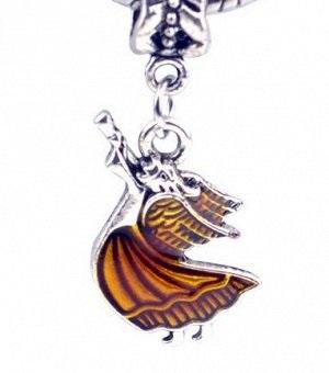 Подвеска Подвесок-шармов огромное количество, и каждая из них по-своему необычна и символична. Шарм – это некоторый оберег для человека, который является красивым и модным украшением.