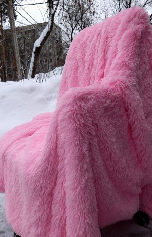 Плед Пледы с длинным ворсом, имитирующие мех различных животных, являются прекрасной альтернативой дорогостоящим натуральным аналогам. Доступная цена, практичность и роскошный внешний вид — далеко не
