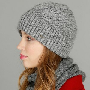 Шапка Шапка. Размер: 56-58. Отворот: шапка с отворотом. Состав: 70% акрил 20% шерсть 10% альпака. Подклад: полный флис. Толщина: шапка двойная