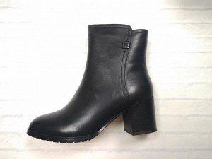 Ботинки* Цвет черный  Материал верха: Натуральная  кожа  Материал подклада: натуральный мех