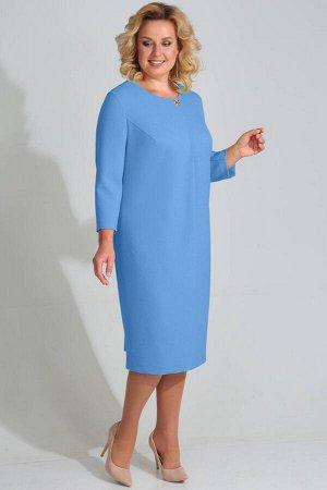 Платье Платье Golden Valley 4605 голубое  Состав ткани: Вискоза-35%; ПЭ-62%; Спандекс-3%;  Рост: 164 см.  Платье без воротника, с круглым вырезом горловины, застежкой на потайную молнию в среднем шве