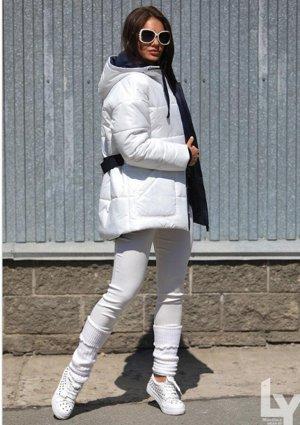 Куртка Размерная линейка: 42,44,46,48,50 Наполнитель: 100% Тинсулейт- 300 гр. Ткань: 100% Полиэстер Цвета: — Красный (42,44,50) — Белый (42,44) — Бирюзовый Длина изделия: 67/78 см Длина рукава: 63 см