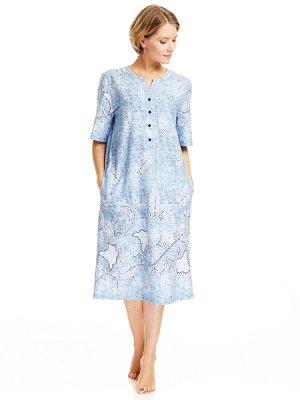 Платье Платье прямого силуэта с коротким рукавом, длиной ниже линии колен, с внутренними карманами в боковых швах. Круглый вырез горловины с притачной планкой, переходящей в планку-застежку на четыре