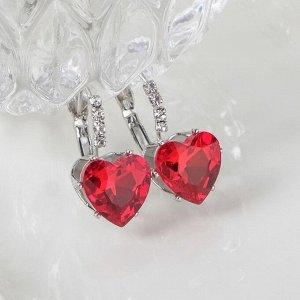 """Серьги со стразами """"Сердце"""" мерцание, цвет бело-красный в серебре"""