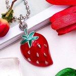 """Кулон """"Клубника"""", цвет красно-зелёный в серебре, 43 см"""