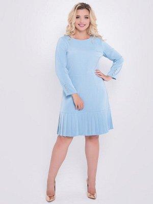 Платье Нарядноеплатье прилегающего силуэта из костюмной ткани небесно-голубого цвета. - однотонная расцветка - горловина круглая на внутренней обтачке - рукава втачные, длинные, украшены золотистыми