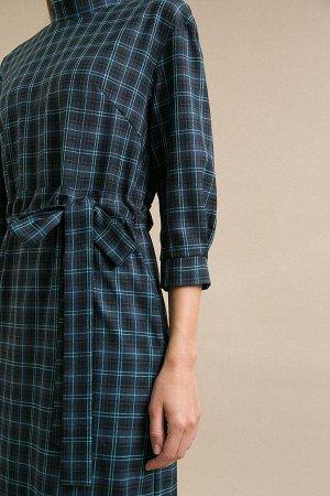 Платье Размерный ряд: 42-54 Состав ткани: вискоза60%, полиэстер37%, эластан3% Длина: 114 см. Описание модели Темно-синее платье в клетку. Платье приталенного кроя, имеет притачной широкий воротник-