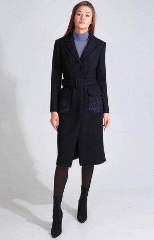 Пальто Пальто Golden Valley 7098 темно-синее  Состав ткани: ПЭ-60%; Шерсть-40%;  Рост: 170 см.  Пальто с центральной потайной застежкой на петли и пуговицы, отложным воротником и лацканами пиджачного