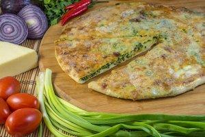 С сыром и зеленым луком