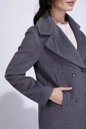 Пальто Стоило 5800 без орг%.  Цвет: т/ синий. Рост:170 см Ткань:70% шерсть;30% другие волокна; Классическое двубортное пальто. Воротник английский с широкими лацканами. На правом лацкане съемная бро
