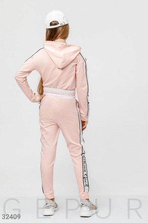 Трикотажный костюм пудрового оттенка
