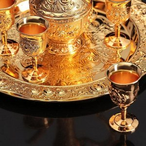 Набор сервировочный «Роскошь. Золото», 8 предметов: кувшин 250 мл, 6 рюмок 20 мл, поднос