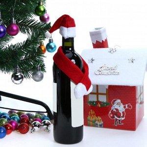 """Новогоднее украшение для бутылок """"Шапка и шарф Санта-Клауса"""" из фетра"""