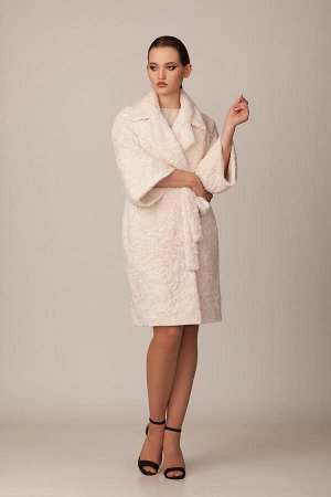 Пальто Пальто Rosheli 683 айвори  Состав ткани: ПЭ-100%;  Рост: 164 см.  Двухбортное пальто из мягкого меха на подкладке. Объемность, крупные детали, мягкость и необыкновенная фактура меха цвета айво