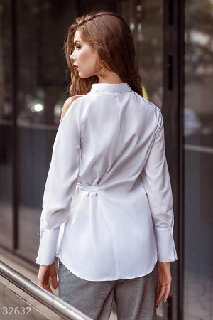 Белая рубашка с завязками