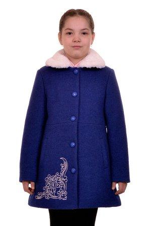 Пальто Цвет: Синий; Материал: Вареная шерсть Утепленное пальто для девочки с вышивкой. Ткань верха - Вареная шерсть (65% шерсть + 35% п/э), подклад - 100%п/э, утеплитель синтепон 100 гр. Меховая опушк