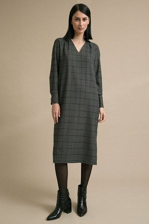 Платье Размерный ряд: 42-54 Состав ткани: вискоза60%, полиэстер37%, эластан3% Длина: 117 см. Описание модели Серое платье в клетку. Модель прямого силуэта, имеет V-образный вырез горловины спереди