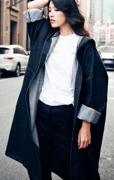 Длинная куртка с капюшоном