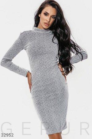Приталенное платье из трикотажа