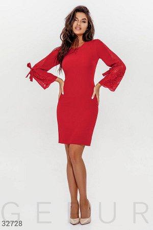 Платье красного цвета