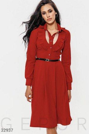Платье сдержанного кроя