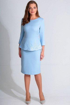 Платье Платье Golden Valley 4619 голубое  Состав ткани: ПЭ-85%; Лайкра-15%;  Рост: 170 см.  Платье без воротника, с круглым вырезом горловины, застежкой на потайную молнию в среднем шве спинки. По пе