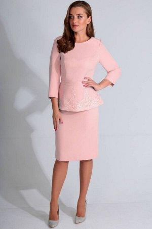 Платье Платье Golden Valley 4619 пудра  Состав ткани: ПЭ-85%; Лайкра-15%;  Рост: 170 см.  Платье без воротника, с круглым вырезом горловины, застежкой на потайную молнию в среднем шве спинки. По пере