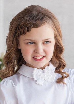 Амор Восхитительный аксессуар в виде броши-бантика для девочек, выполнен из двух тканей компаньонов: атласной и гофрированной лент. Длина 8 см.