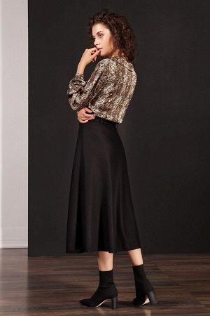 Юбка миди Вискоза 60%, шерсть 40% Рост: 170 см. Стильная юбка из полушерстяной ткани А-силуэта, длиной миди на поясе с вертикальными рельефами и металлической золотистой молнией спереди. Дополнением с