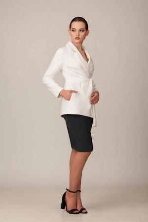 Пальто Пальто Rosheli 696 молочный  Состав ткани: ПЭ-100%;  Рост: 164 см.  Полупальто из мягкой пальтовой ткани на подкладке. Мягкость, современный силуэт - все это приятно выделяет данное полупальто