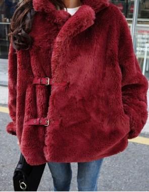 Куртка Куртка, оформленная длинными рукавами, искусственный мех/полиэстер. Размер (обхват груди, длина рукава, длина изделия, см): S (104,55,65), M (108,56,66), L (112,57,67), XL (116,58,68)