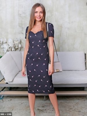Платье-футляр короткий рукав черное принт осенний тюльпаны